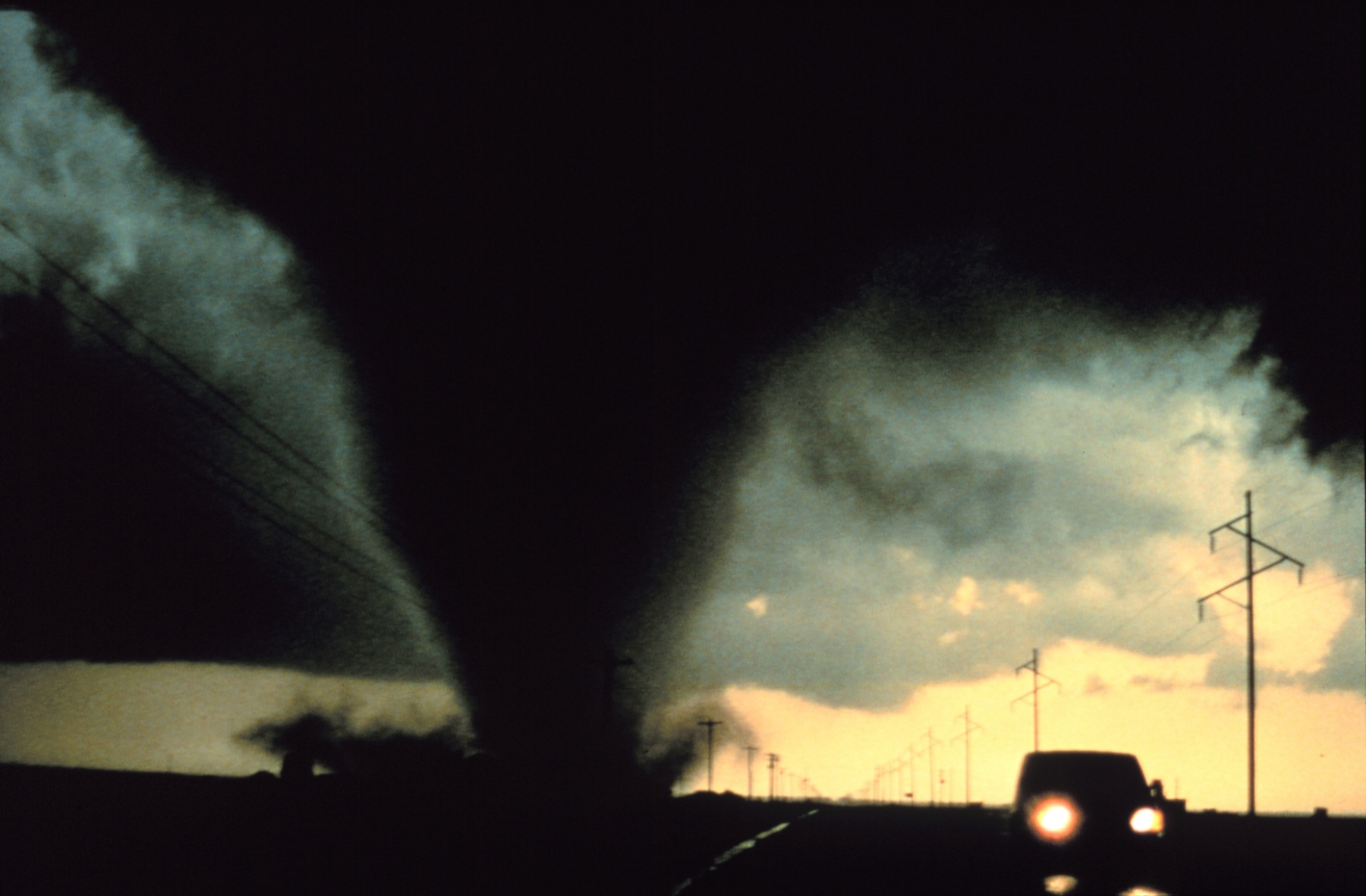 Фото. Техас, 2 июля 1995г. Harald Richter, NOAA Photo Library, NOAA Central Library; OAR/ERL/National Severe Storms Laboratory (NSSL)